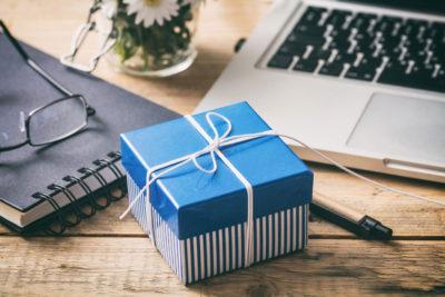 Articoli da regalo e articoli da ufficio in un solo shop
